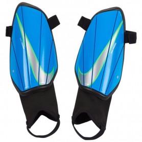 Futbola kāju aizsargi Nike Charge