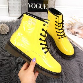 Women's shoes Lacquered leather boots Goe
